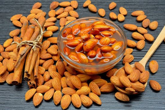 How Soaked Almonds aids in Losing Weight?